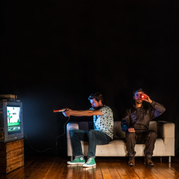 lauréat label 2021 pourquoi jessica a-t-elle quitté brandon les deux comédiens sont assis dans un divan